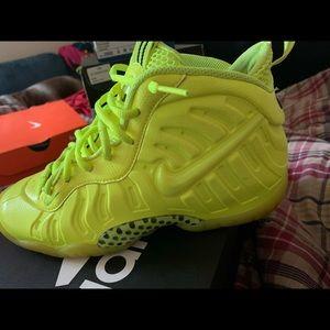 Foams , Nike shoes